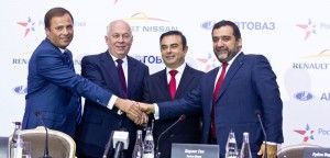 Carlos Ghosn signs the partnership agreement with AVTOVAZ