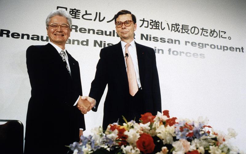 Schweitzer and Hanawa sign the Renault-Nissan Alliance cooperation in 1999