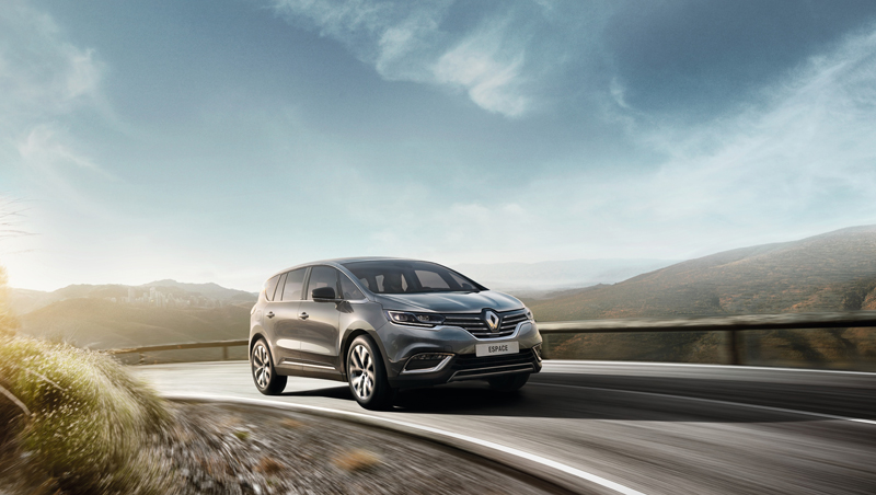 Nouveau Renault Espace sur route en extérieur