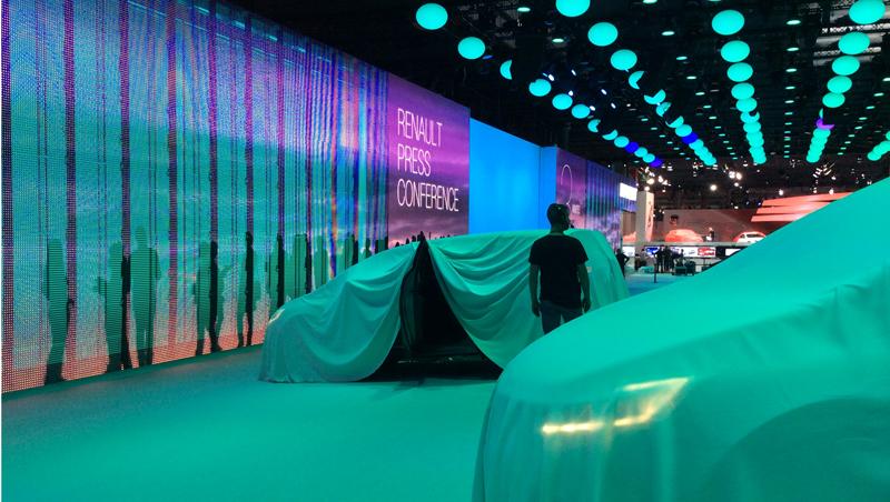 Le stand Renault et Nouvel Espace baché