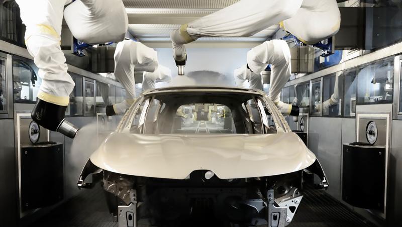 L 39 usine renault de douai monte en gamme pour produire for Garage de peinture automobile