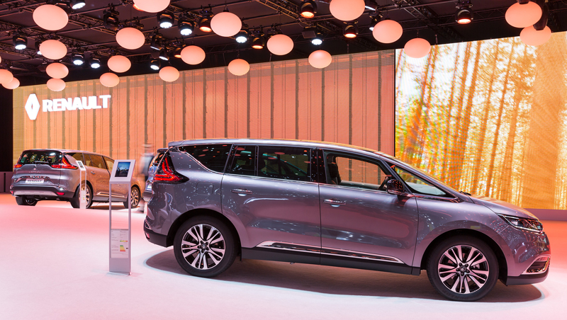 New at the renault stand groupe renault for Espace stand