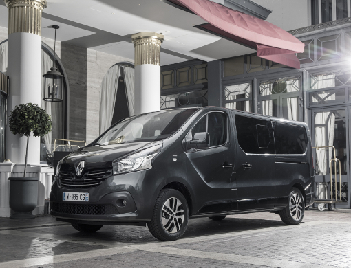 Groupe Renault Trafic Spaceclass Exterior Cannes Festival