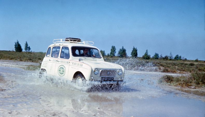 Groupe Renault - Renault 4 - Blanc - Avant - En situation
