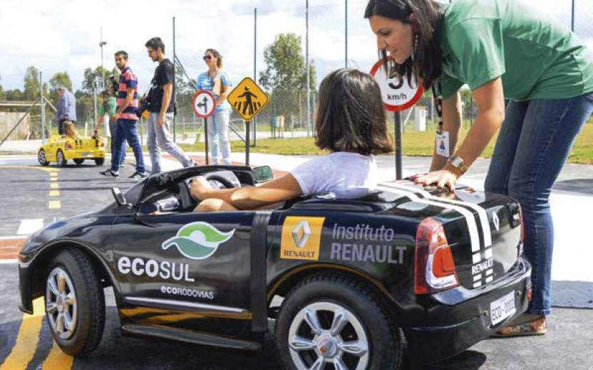 Brazil: mini-clios to teach children how to drive