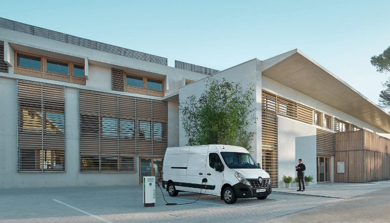 Renault MASTER Z.E.: a large electric van, an ideal workhorse to reach city centers with zero emissions