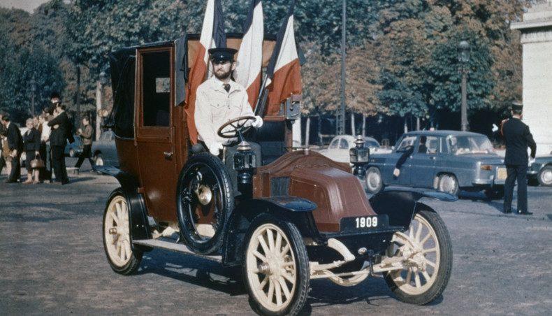 Renault Type AG - 3/4 avant - place parisienne