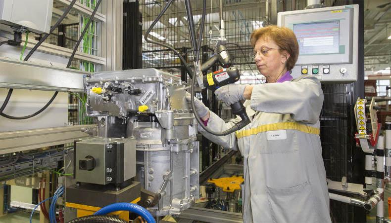 Créée à l'origine pour fabriquer des boîtes de vitesses, l'usine Groupe Renault de Cléon produit également des moteurs essence, des moteurs diesel et des moteurs électriques.