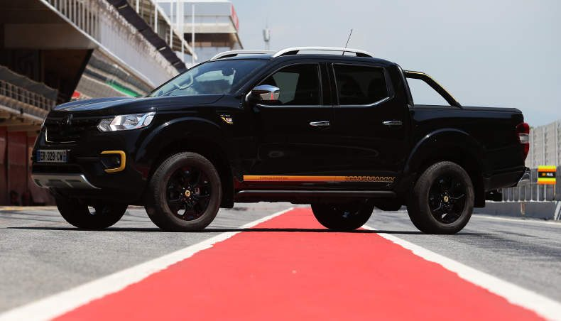 RENAULT ALASKAN FORMULA EDITION: the stunning pick-up in Formula 1 colors