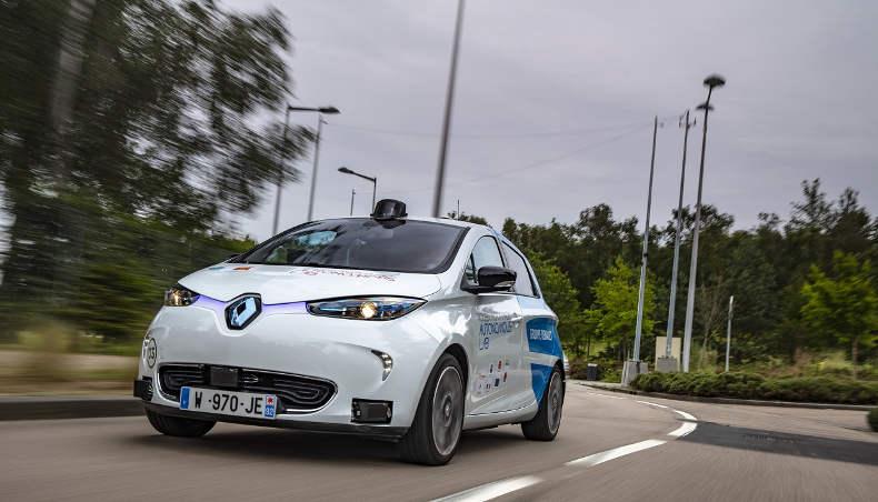 ZOE autonome circulant sur la voie publique, dans le cadre du Rouen Normandy Autonomous Lab