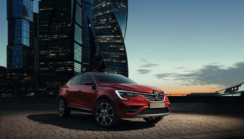 Renault ARKANA un coupé-crossover du segment C en situation statique en ville