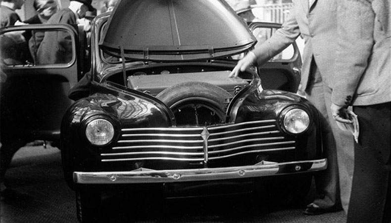 1946 - Renault 4CV à la sortie de la chaine de montage à l'usine