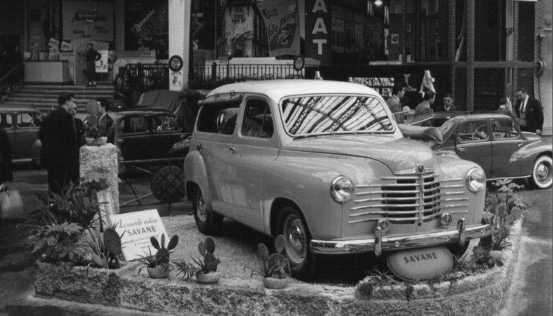 1950 - Stand Renault au Salon de l'Automobile avec la Renault Colorale Savane