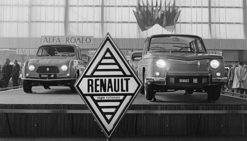 Renault 4 and R8 on stand, January 1, 1962