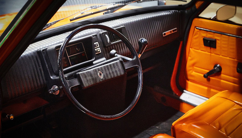 Renault 5 TL, inside vehicle