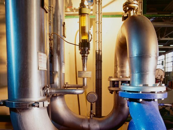 Renault collects and regenerates used machining oils from several French factories for use in its own machining processes for mechanical parts to replace new oils