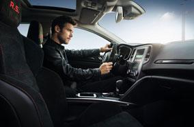 Groupe Renault : Vous proposer des véhicules fiables et résistants est un engagement de tous les instants pour vous permettre de rouler en toute tranquillité.