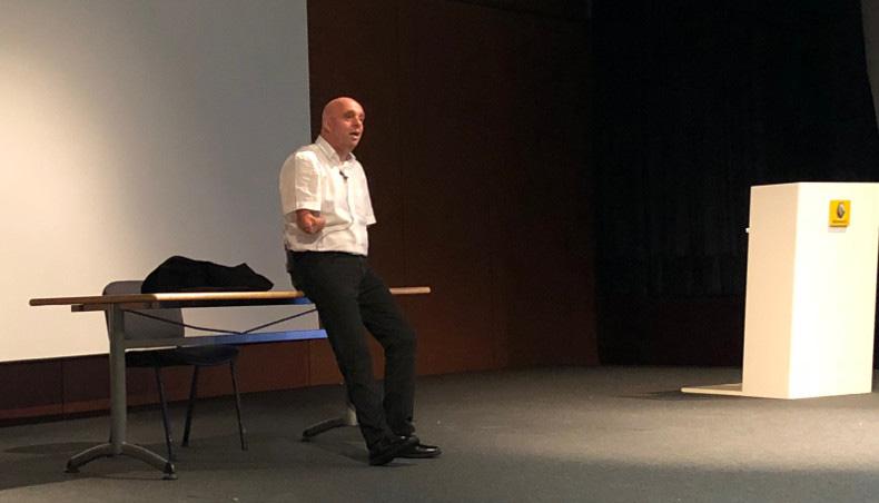 Philippe Croizon speaks at Renault Flins