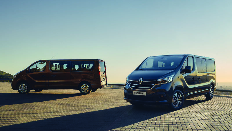 THE NEW RENAULT TRAFIC COMBI AND BUS: THERE'S ALWAYS A GOOD EXCUSE TO GET ON THE ROAD