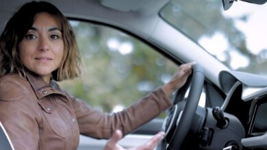 TEST DRIVING THE RENAULT TWINGO ELECTRIC WITH CHARLOTTE BERTON, PROFESSIONAL DRIVER