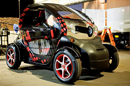 renault twizy stars in ludacris 39 rest of my life video groupe renault. Black Bedroom Furniture Sets. Home Design Ideas