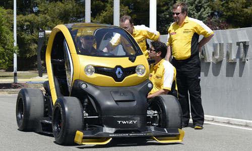 twizy gets the f1 treatment groupe renault. Black Bedroom Furniture Sets. Home Design Ideas