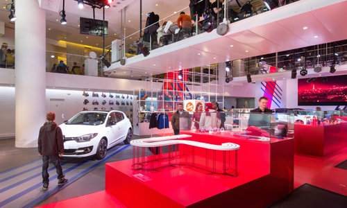 L'Atelier Renault aux couleurs du drapeau français